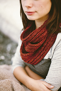 Arbutus Cowl by Jane Richmond.  Photo © Nicholas Kupiak