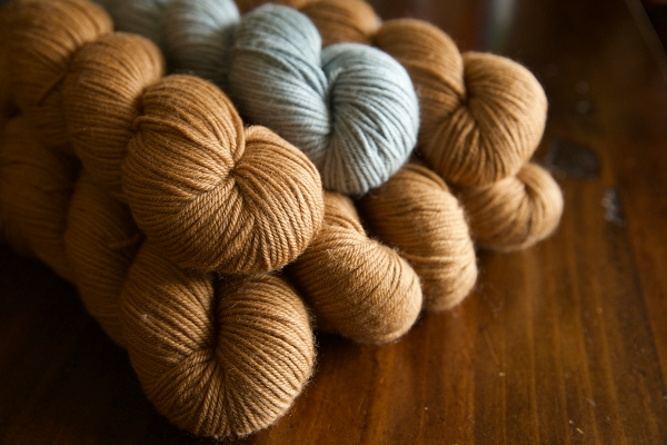 YOTH big sister dk in 'raw honey' and 'blue raspberry', perfect for Romi's Brightheart sweater!