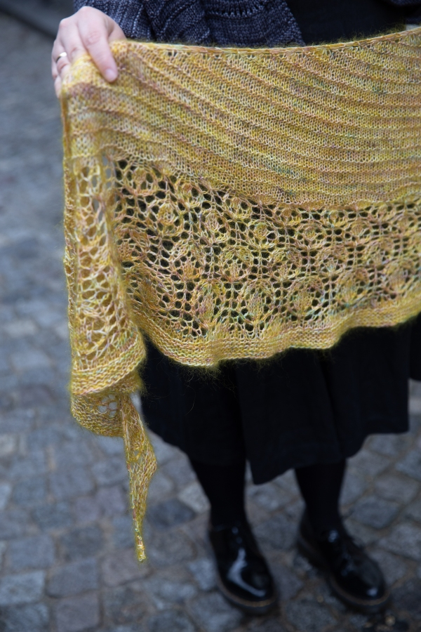 Posy Shawl Detail
