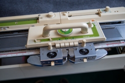 knitting machine carriage