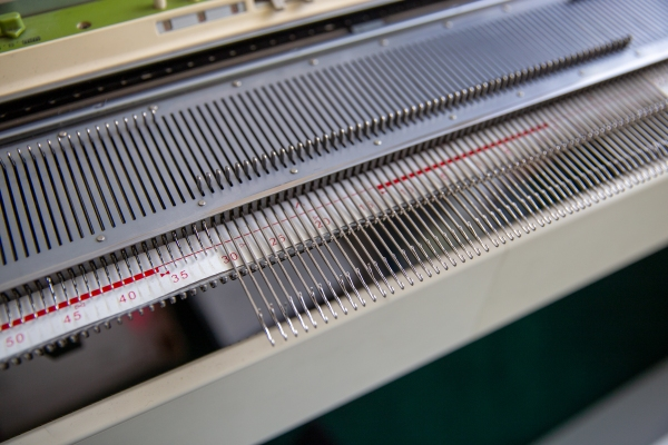 Knitting Machine needle bed