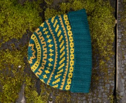 yellow and teal colourwork hat